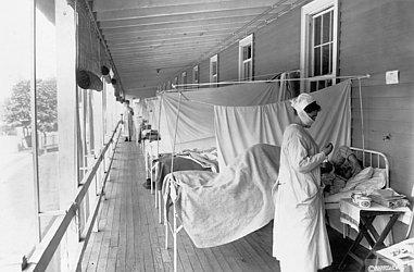 Enfermeira atende paciente acometido por gripe espanhola em hospital de Washington, Estados Unidos