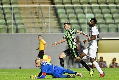 Júnior Viçosa marca o segundo gol do América-MG contra o Bragantino