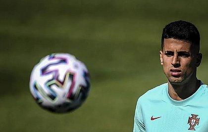 João Cancelo, lateral português, é 1° caso de covid-19 registrado na Eurocopa