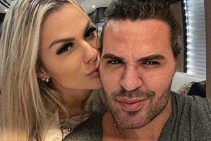 Após boatos de traição, influencer assume namoro com Eduardo Costa: 'Magia de amar'