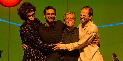 Caetano Veloso e filhos iniciam reta final da turnê em família