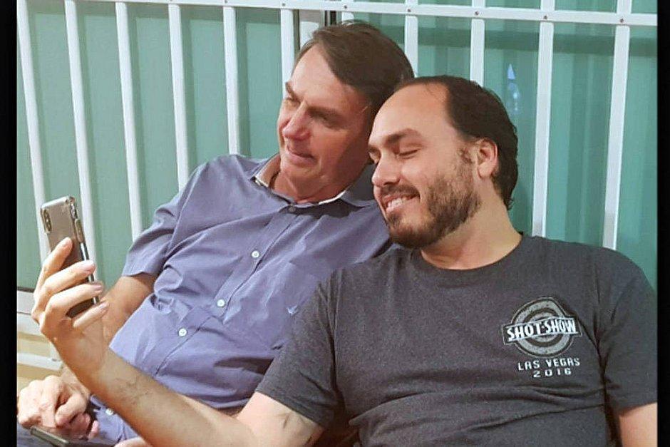 Dados vazados são usados para tentar filiar Bolsonaro e filho ao PT
