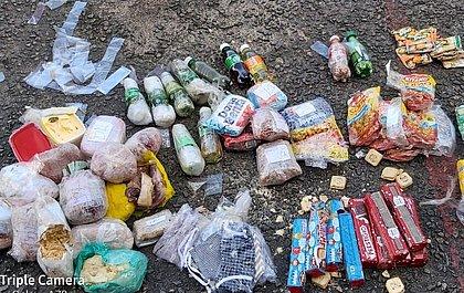 PM apreende alimentos, bebidas, drogas e máscaras arremessadas em presídio