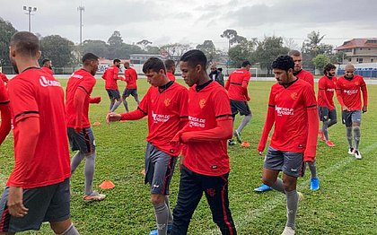 Em Curitiba, jogadores do Vitória fazem último treino antes de enfrentar o Coxa na Série B