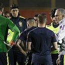 No Barradão, Tite orienta o time no último treino antes de pegar a Venezuela
