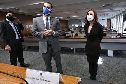 CPI inicia sessão para ouvir especialistas críticos à postura de Bolsonaro; assista