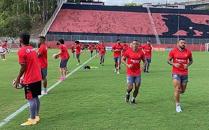 Jogadores rubro-negros treinam no Barradão