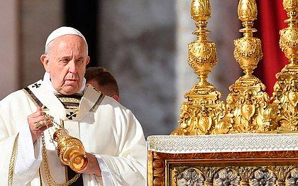 Em canonização, Papa diz que santos 'fazem caminho de amor' nas periferias