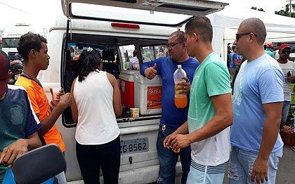 Trabalhadores estão recebendo doações para se alimentarem