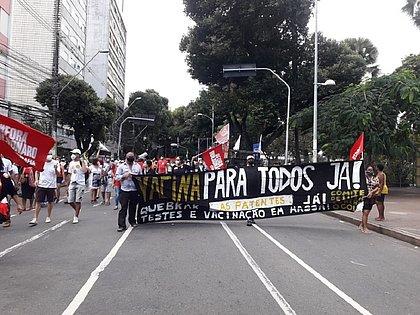 Manifestação em Salvador começou no Campo Grande e seguiu em direção ao Farol da Barra, reunindo centenas de pessoas