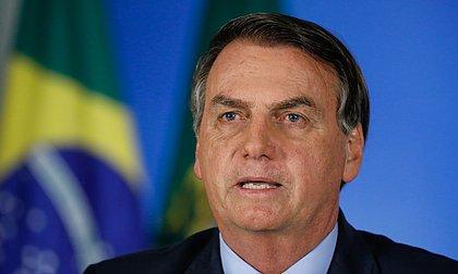 Bolsonaro responde a arcebispo e diz que antes 'só bandidos' tinham armas