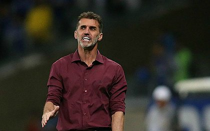 Técnico interino do São Paulo, Vagner Mancini rebate declarações do goleiro Jean