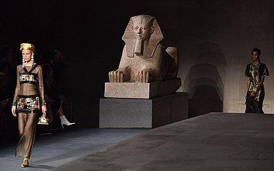 Desfile Chanel Metiers D'Art  no Metropolitan Museum em Nova Iorque.