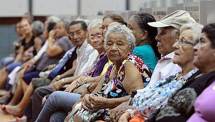 Mulheres baianas vivem 9 anos a mais do que os homens, diz IBGE
