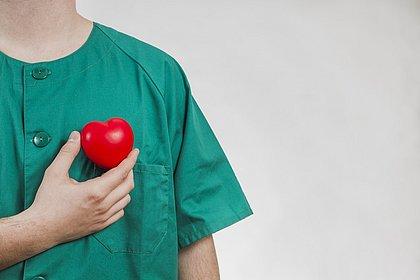 Superação marca trajetórias de enfermeiros formados por meio de programas estudantis