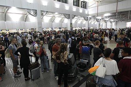 Após interrupção por conta da chuva, pista principal do aeroporto de Salvador é reaberta