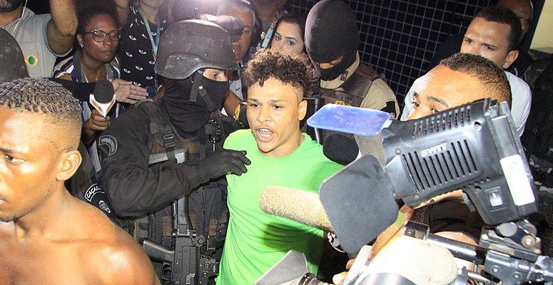 https://www.correio24horas.com.br/noticia/nid/lider-de-invasao-a-posto-na-santa-cruz-comanda-bocas-de-fumo-desde-os-13-anos/