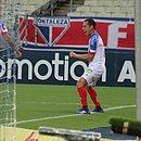 Rodriguinho faz três gols e o Bahia vence o Fortaleza no estádio Castelão