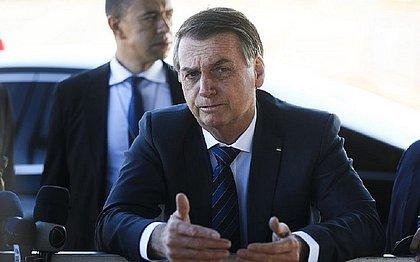 Bolsonaro diz que assina prêmio para Chico Buarque 'até 31 de dezembro de 2026'