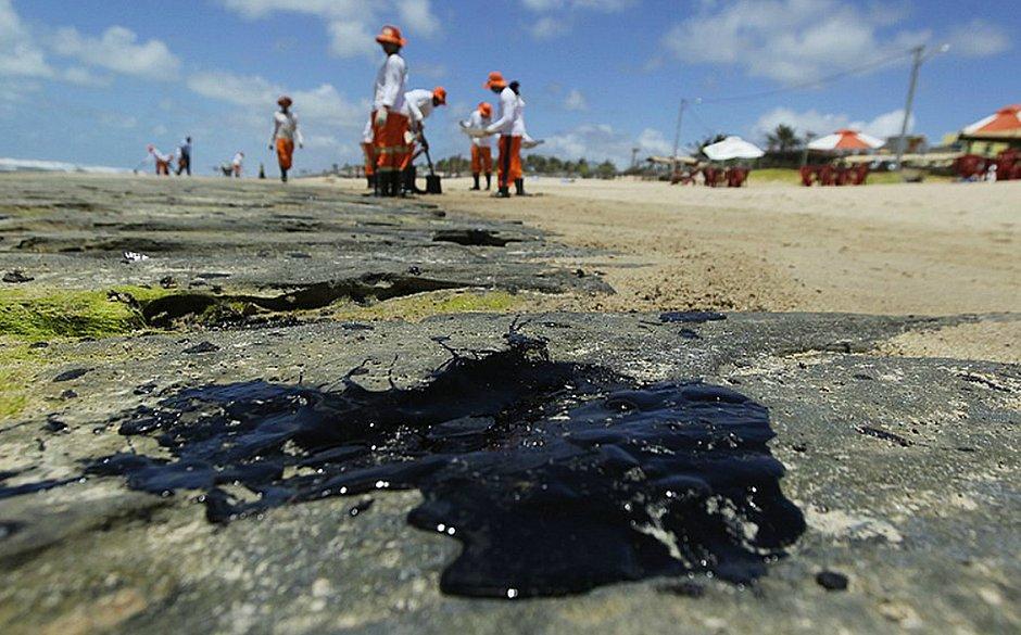 Datafolha: para 42% Bolsonaro agiu mal em crise do óleo no Nordeste