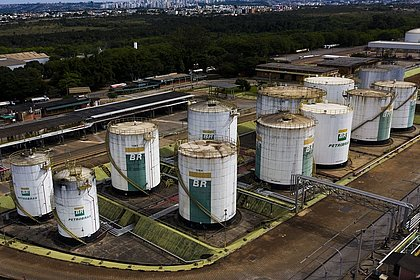 Petrobras vende 12 campos terrestres na Bahia por 220 milhões de dólares