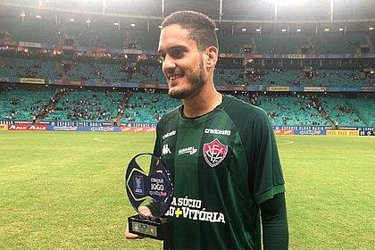 Ronaldo exibe o troféu de melhor jogador do Ba-Vi
