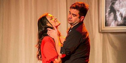 Michelle Martins e Allesandro Anes  atuam na peça, que já está a 12 anos em cartaz
