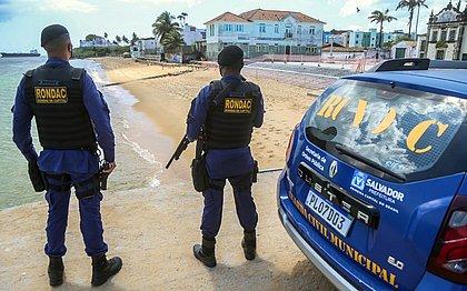 Não entra ninguém: praias interditadas têm fiscalização intensa
