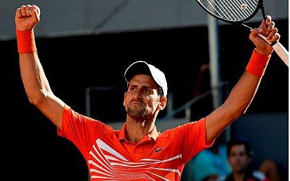 Novak Djokovic comemora classificação para a decisão em Madrid
