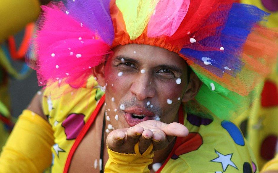 0eafc08257 Cenas de Carnaval  o Trio Saborosa. ( Evandro Veiga 13.2.2010 Arquivo  CORREIO)
