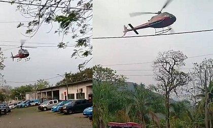 Bandidos sequestram helicóptero para invadir cadeia e fazem rasante em delegacia