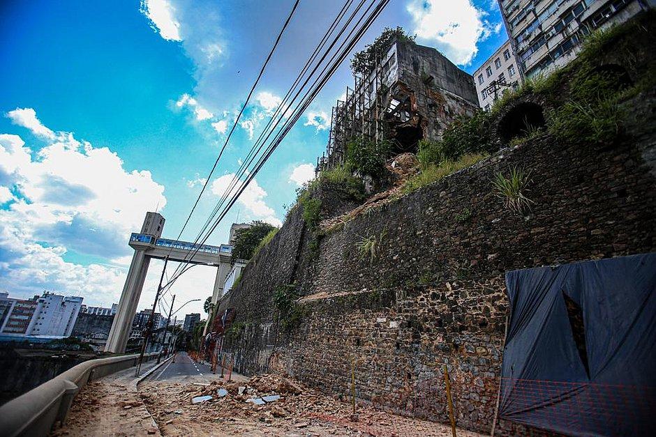 Estrutura de imóvel que desabou na Ladeira Pau da Bandeira será demolida