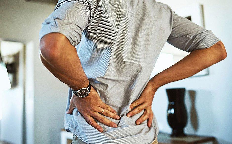 Coluna lombar é um dos principais locais em que a dor por atacar na quarentena