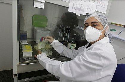 A bióloga Vanessa Nardy teve que mudar toda a rotina para os testes de coronavírus