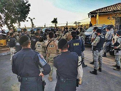 Centenas de policiais estão em busca do maníaco