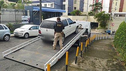 Delegada é afastada por suspeita de auxiliar quadrilha de roubos de carros