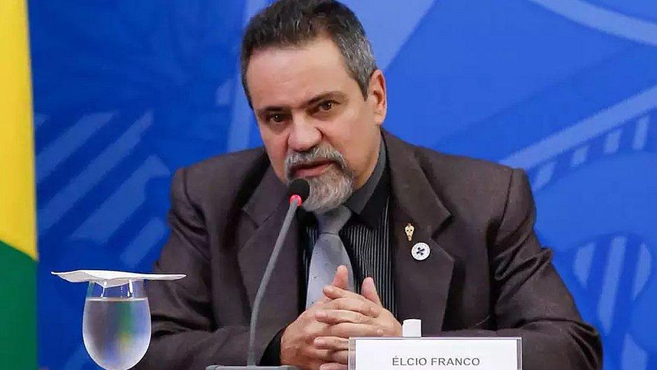 Ministério recua após fala de Bolsonaro: 'não há intenção de compra de vacinas chinesas'
