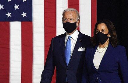 Biden anuncia plano de US$ 1,8 trilhão a famílias, com impostos para mais ricos
