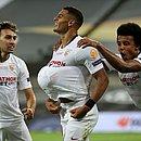 Diego Carlos comemora gol do título do Sevilla