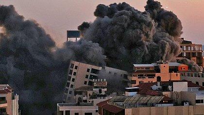 Tropas israelenses entram por terra na Faixa de Gaza