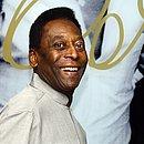 Pelé está recuperando de cirurgia para retirada de um tumor no cólon