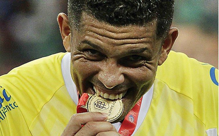 Decisivo, goleiro Anderson quer renovar; Gilberto fala de alívio