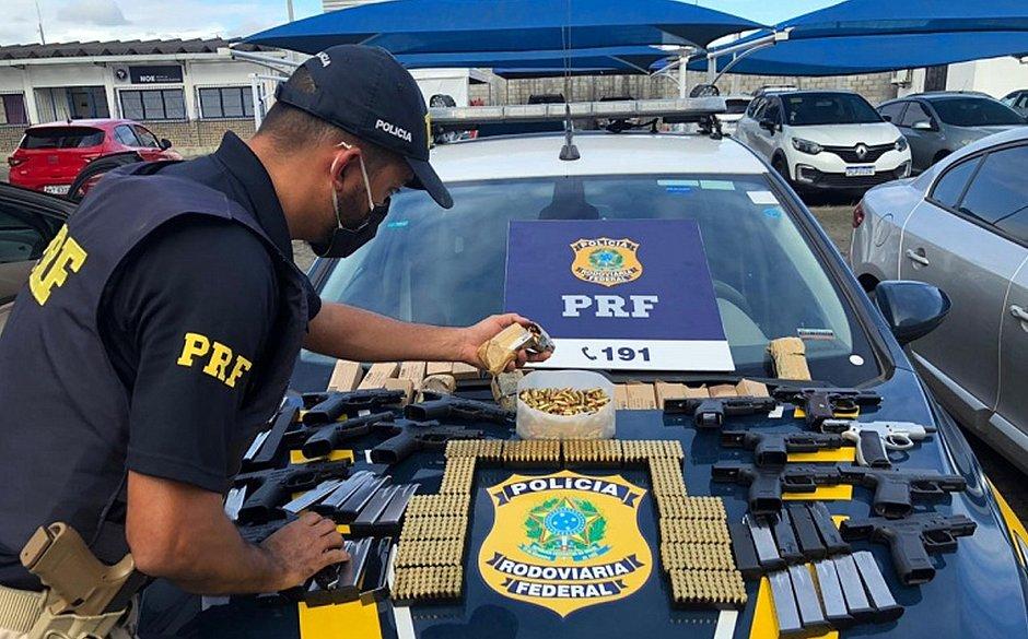 Homem é preso com arsenal ao desembarcar do ferry-boat, em Salvador