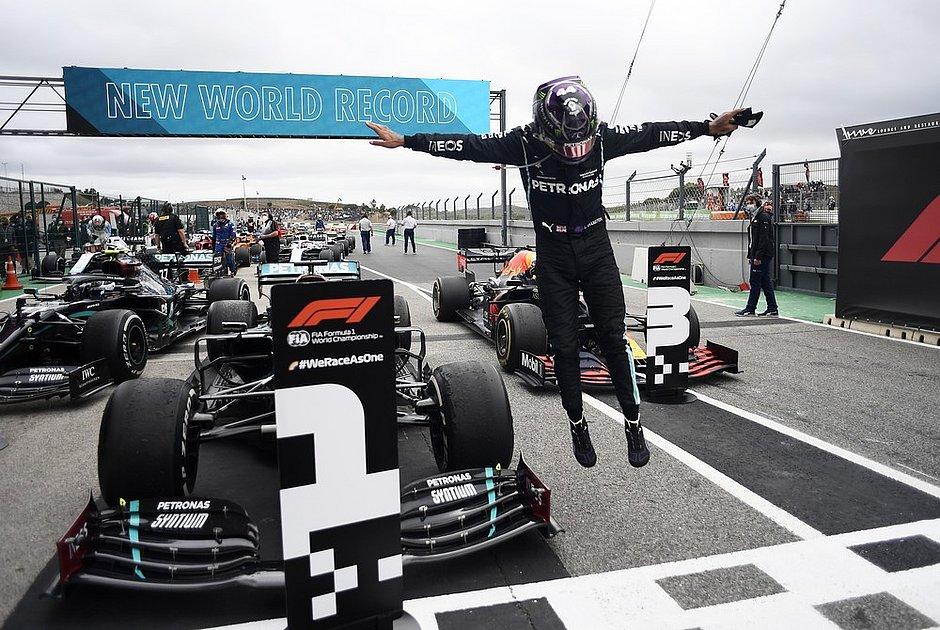 Fórmula 1: Lewis Hamilton supera recorde de Schumacher e tem mais vitórias na história