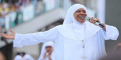 Santa Dulce: fiéis lotam Arena Fonte Nova na 1ª missa para Irmã Dulce