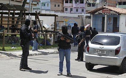 Policiais durante operação no Nordeste de Amaralina