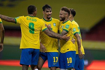 Gabriel Jesus, Paquetá e Neymar comemoram