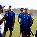 Roger Machado deve ganhar entre dois e quatro reforços para as competições do primeiro semestre