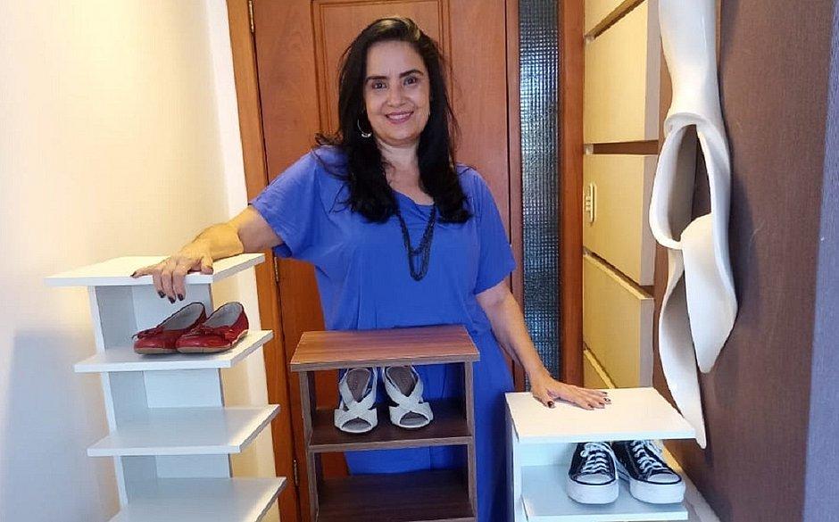 'Eu pesquisei sapateiras para comprar pela internet, mas não gostei de nenhuma. Aí resolvi criar as minhas e comercializar, a fim de complementar o orçamento', afirma Sandra