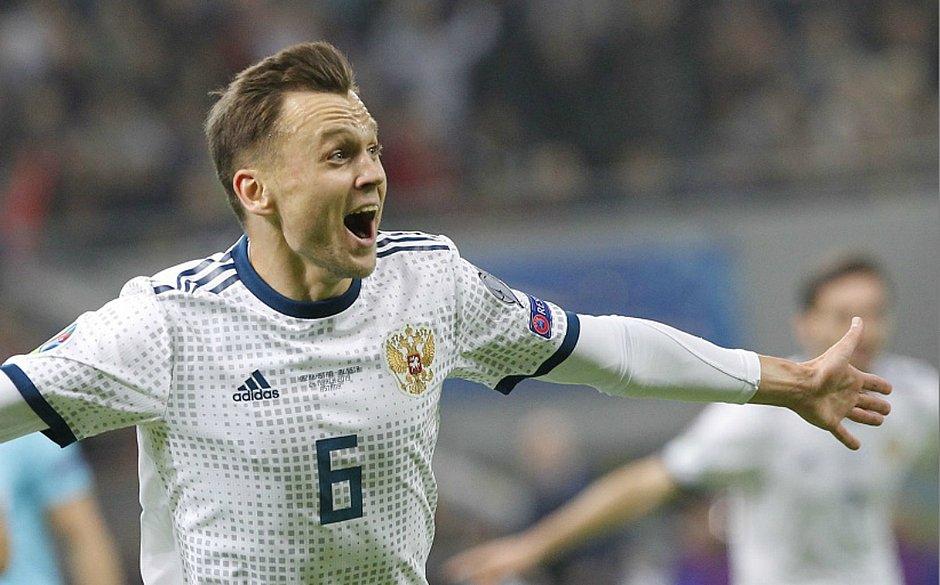 Denis Cheryshev comemora um dos gols da Rússia na goleada sobre o Cazaquistão